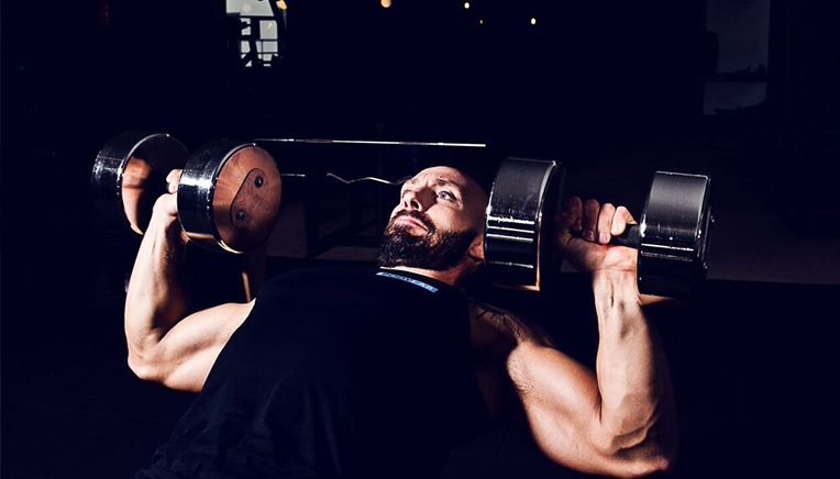 Bodybuilder incline dumbbell press
