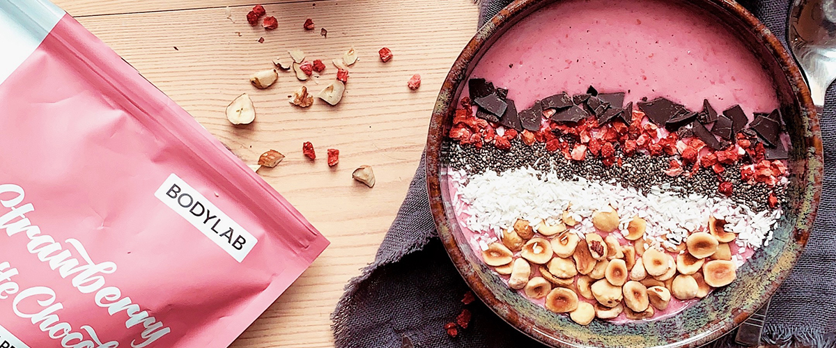 Fruity og cremet smoothie bowl